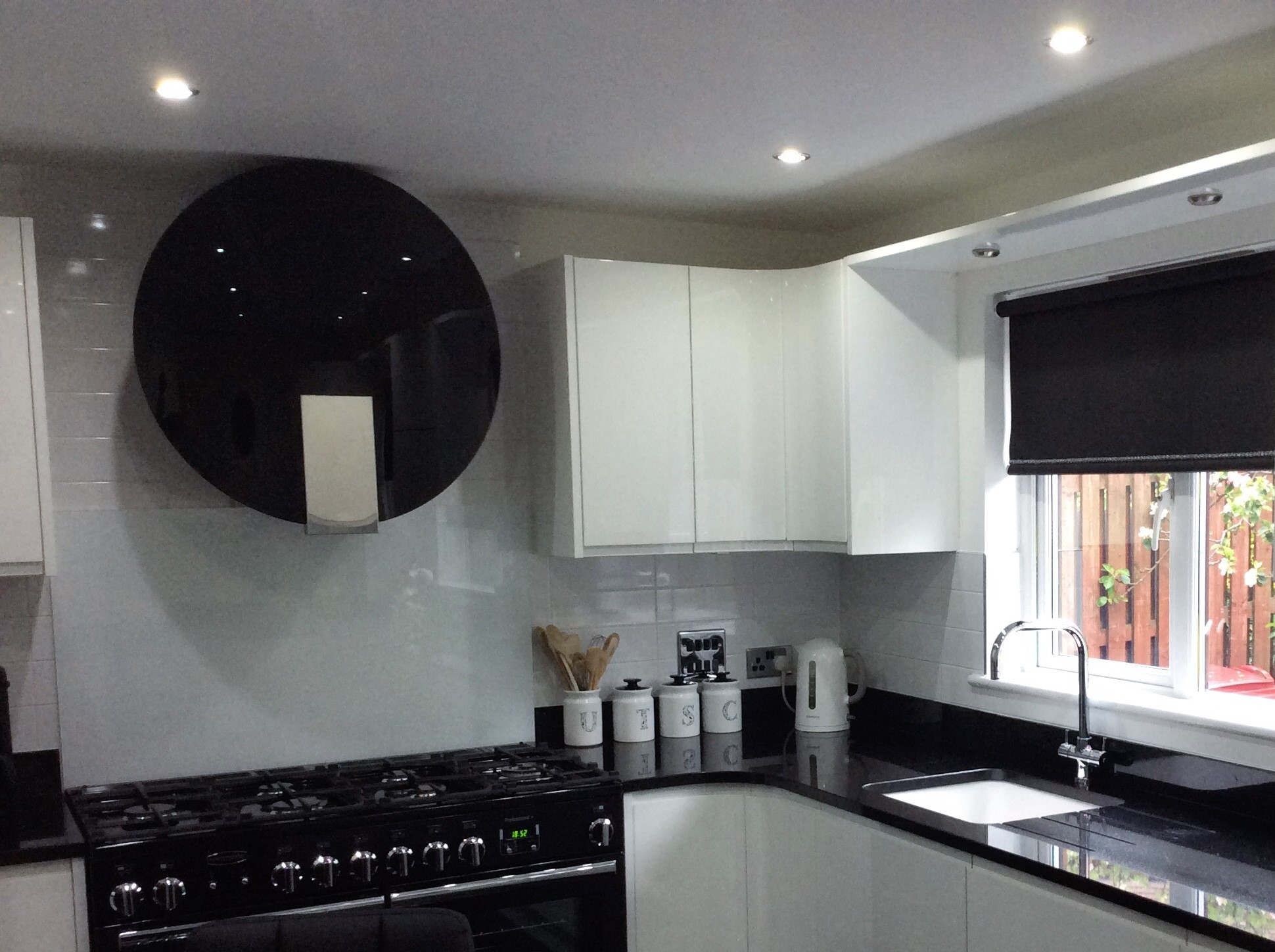 curved kitchen, curved worktops
